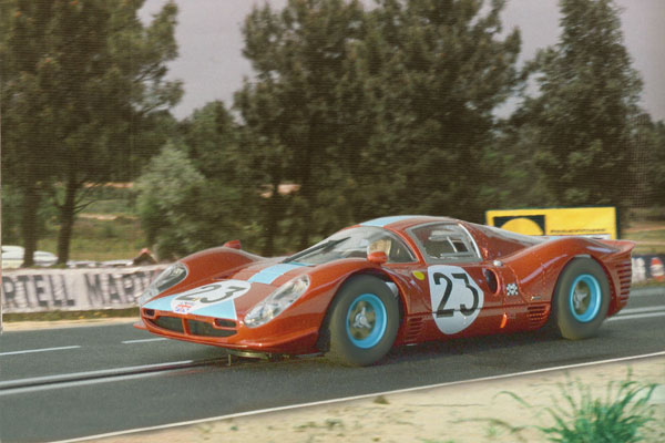 24 heures du Mans 1967 - Ferrari 412P #23 - Pilotes : Richard Attwood / Piers Courage - Abandon